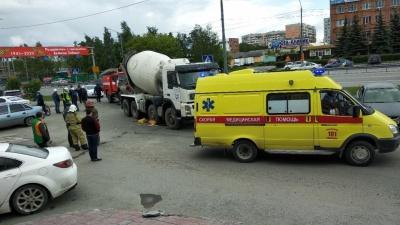 Момент смерти пенсионерки под колесами бетономешалки в Тюмени попал на видео