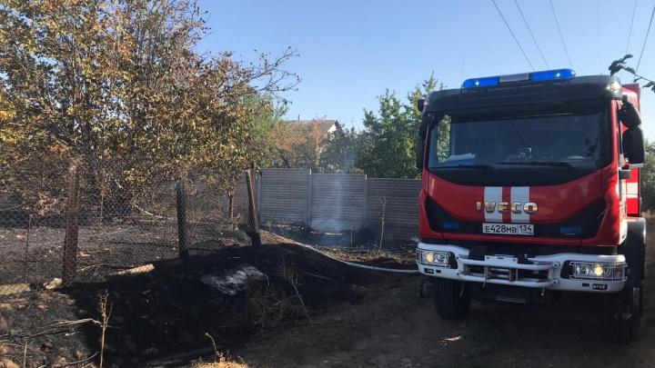 Два человека заживо сгорели в доме на юге Волгограда