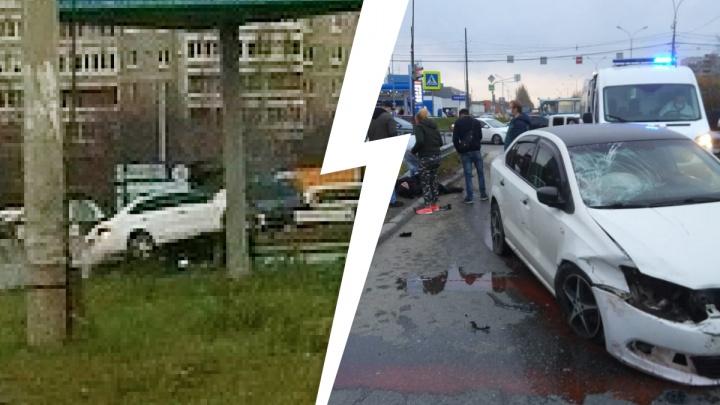 В Екатеринбурге Volkswagen вылетел на красный и сбил пешехода: жуткое ДТП попало на видео