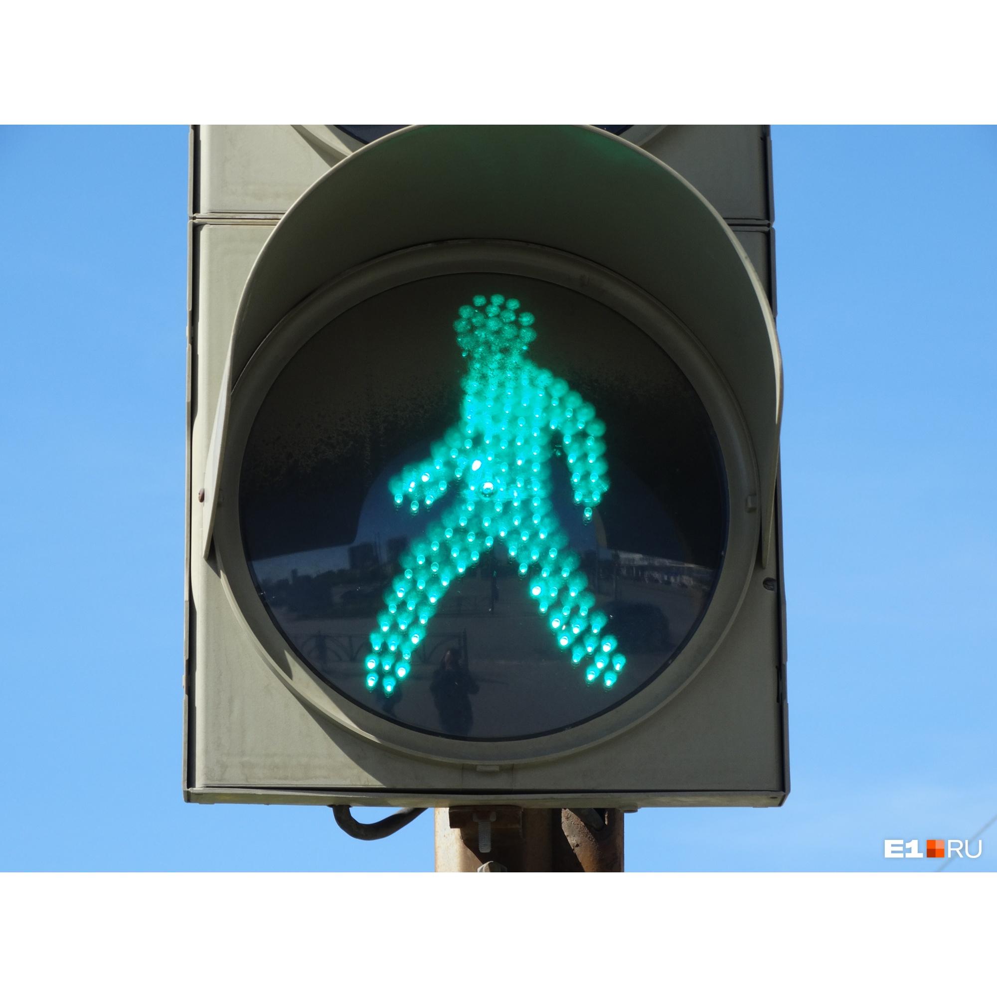 Когда пешеходные потоки не пересекаются с автомобильными— это хорошо, но водители жалуются, что теряют слишком много времени