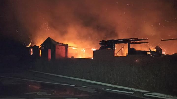 Сгорело всё: что сейчас с детьми, которых эвакуировали во время пожара в православной гимназии