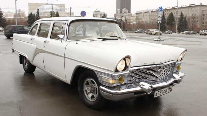 «Ехала как первая леди!» Смотрим на элитную советскую «Чайку» ГАЗ-13 и переносимся в 1970-е годы