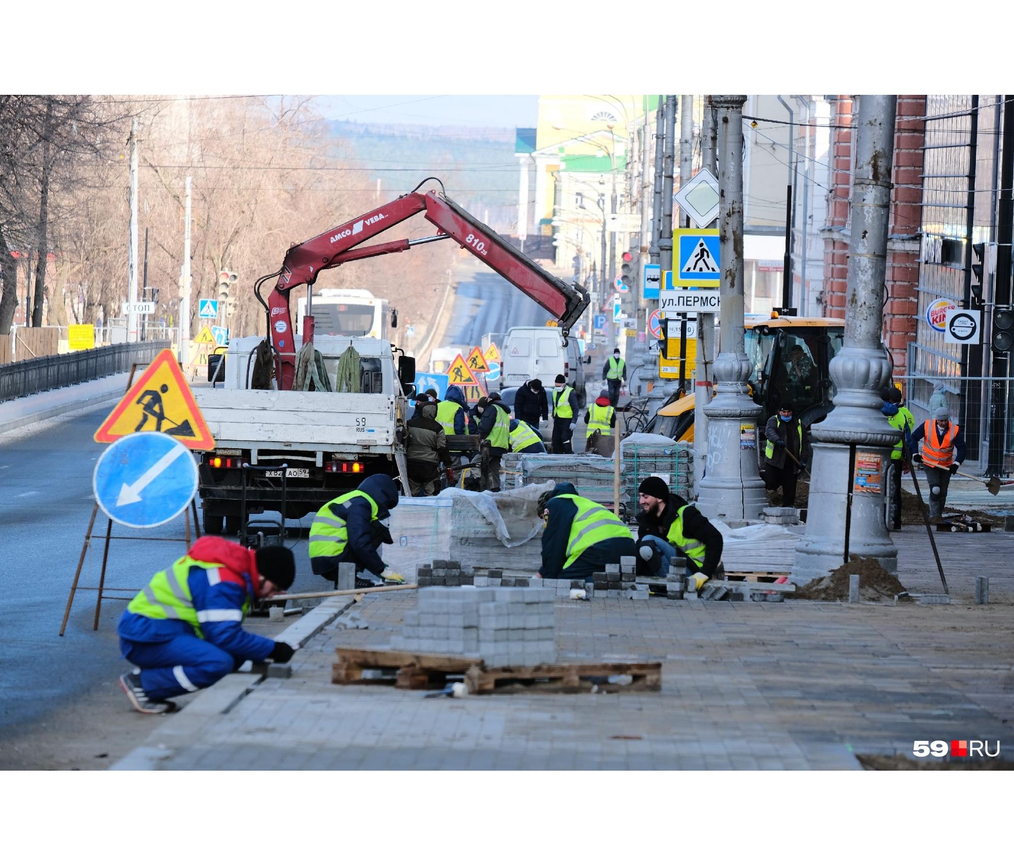 """Изоляция изоляцией, а строительный работы на Компросе нужно<i class=""""_""""> </i>продолжать. Город готовится к юбилею — работа кипит"""