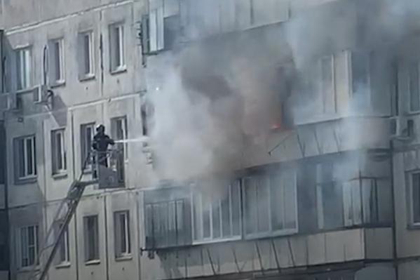 Загорелась квартира на восьмом этаже