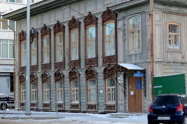 Исторический дом находится на пересечении улиц Первомайской — Комсомольской