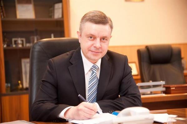 Одинцов родился во Владивостоке, получил специальность «финансы и кредит»
