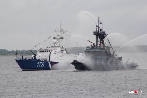 Уже 22–23 июля на рейде Северной Двины встанут пять кораблей. Также 24 июля в Архангельск прибудет учебный корабль «Смольный»