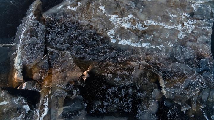 Встречаются зажоры и полыньи: на каких реках Архангельской области еще не установился ледостав