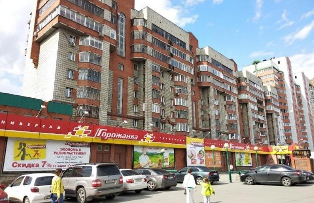 В Новосибирске из окна 17-этажки на Кирова выпала 16-летняя девушка
