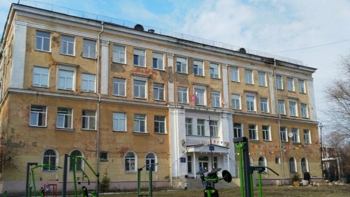 В Омске здание гимназии № 88 признали аварийным