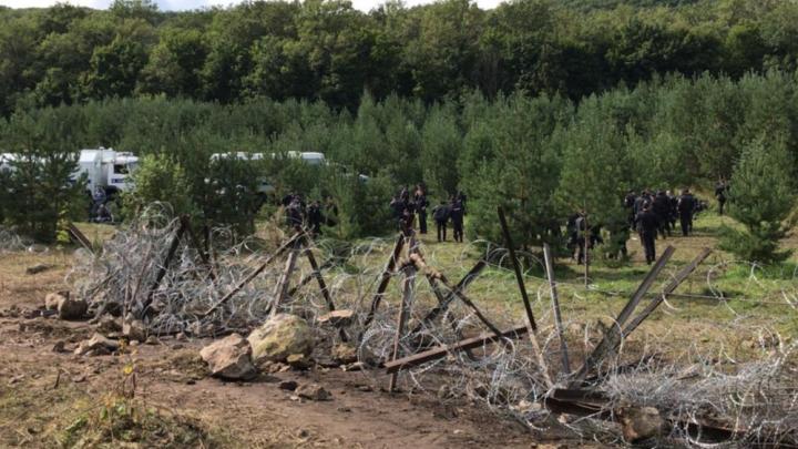 """«Тракторист БСК тоже улыбался и кричал """"Ура!""""»: активисты оттеснили технику с Куштау"""