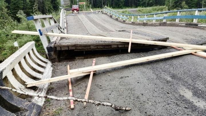 Шесть мостов разрушено, 11 дорог перекрыто: публикуем список