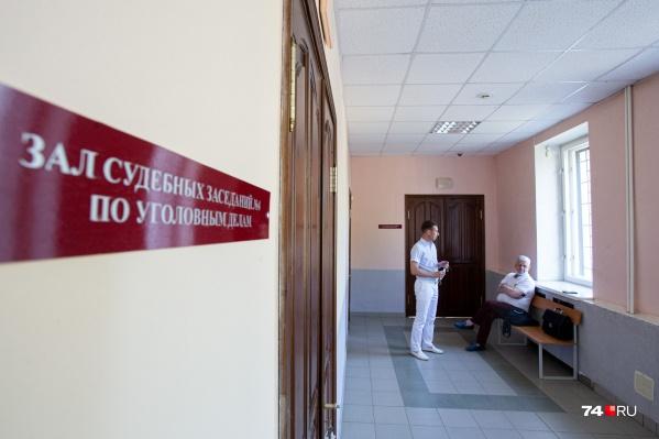 Из-за пандемии коронавируса заседания суда проходят без присутствия журналистов в зале, хотя процесс по этому делу открытый