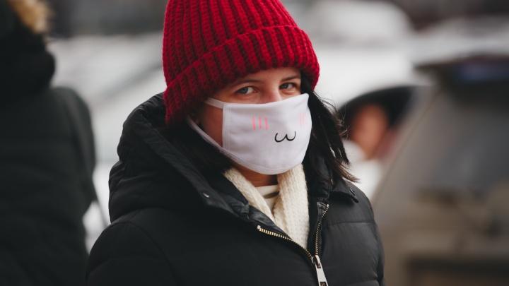 «Берите кусок марли»: в Прикамье власти призвали жителей самих шить маски