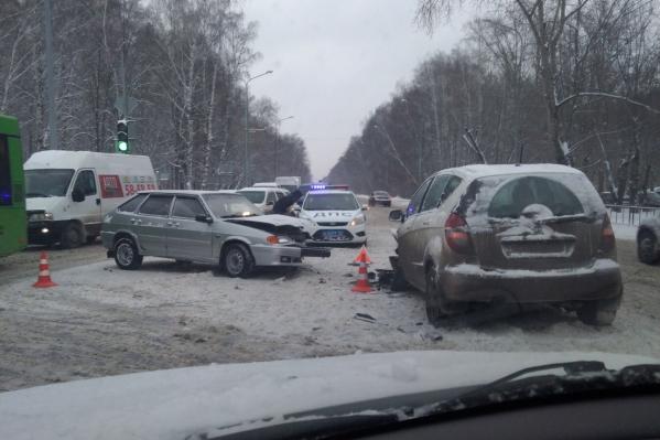 Движение на участке, где случилась авария, сейчас замедленно