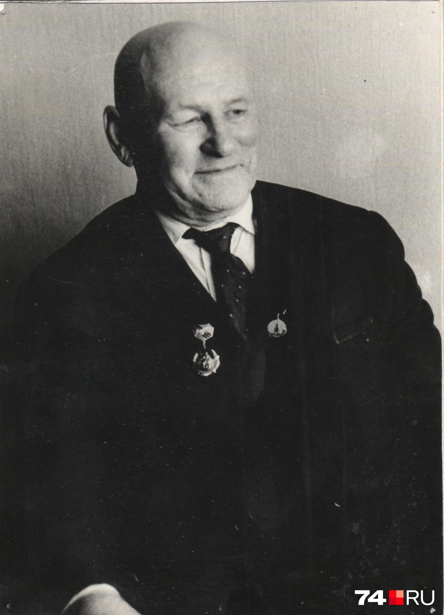 Многие ученики Василия Фёдоровича стали педагогами, а самого его называютосновоположником баянной школы на Южном Урале