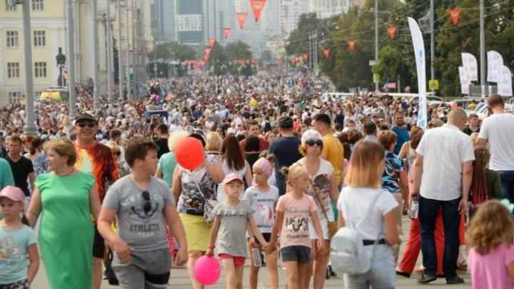 Толпы людей, концерты и салют: вспоминаем, как в Екатеринбурге отмечали День города год назад