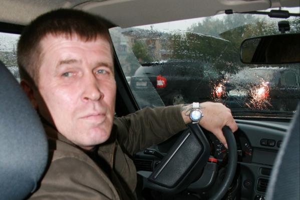 Игорь Александрович сочиняет свои произведения порой прямо за рулём авто