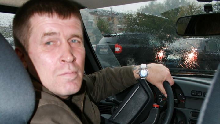 «Не зарекайся от такси»: поэт за рулём рассказал про работу, авантюры и отношение к людям