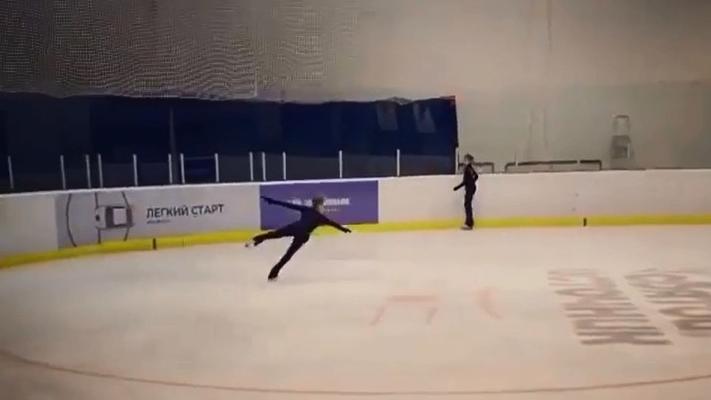 12-летняя фигуристка из Архангельской области выполнила сложный элемент в катании — четвертной лутц