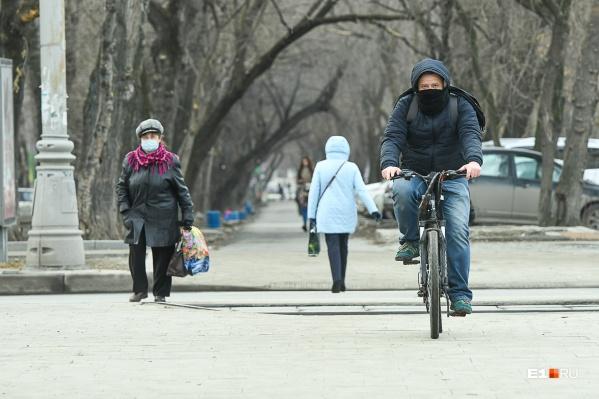 Екатеринбуржцы пока могут ходить на работу без специальных разрешений