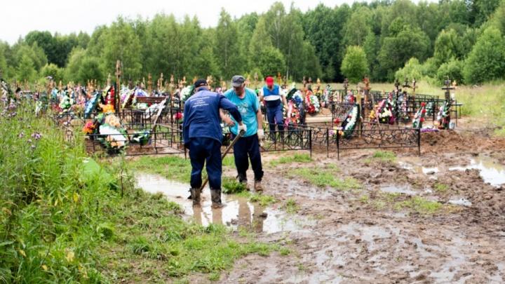 Не заплатишь — гроб в болото: под суд пойдут ритуальщики из конторы, связанной с именем мэра Ярославля