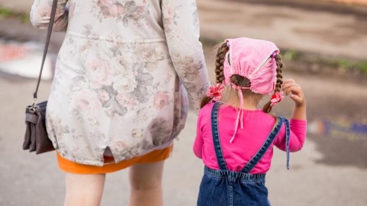 Забыла про дочку: в Ярославской области мать арестовали на 10 суток