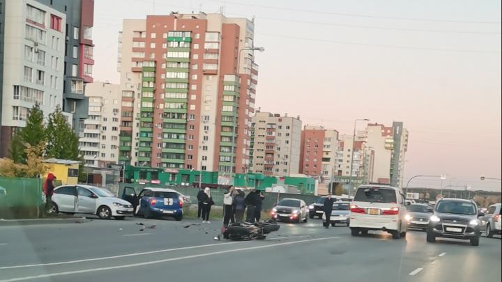 На Тополиной аллее в Челябинске сбили мотоциклиста