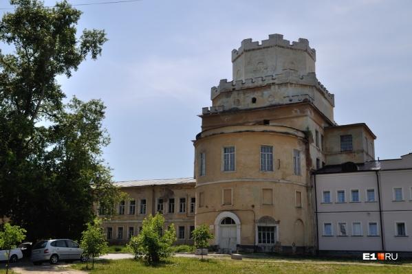 Игуменья Варвара с сестрами укрылась вНово-Тихвинском женском монастыре