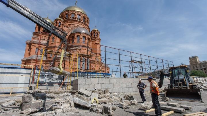 «Нелепое, бесцельное уничтожение истории»: волгоградцы — о сносе трибун на площади Павших Борцов