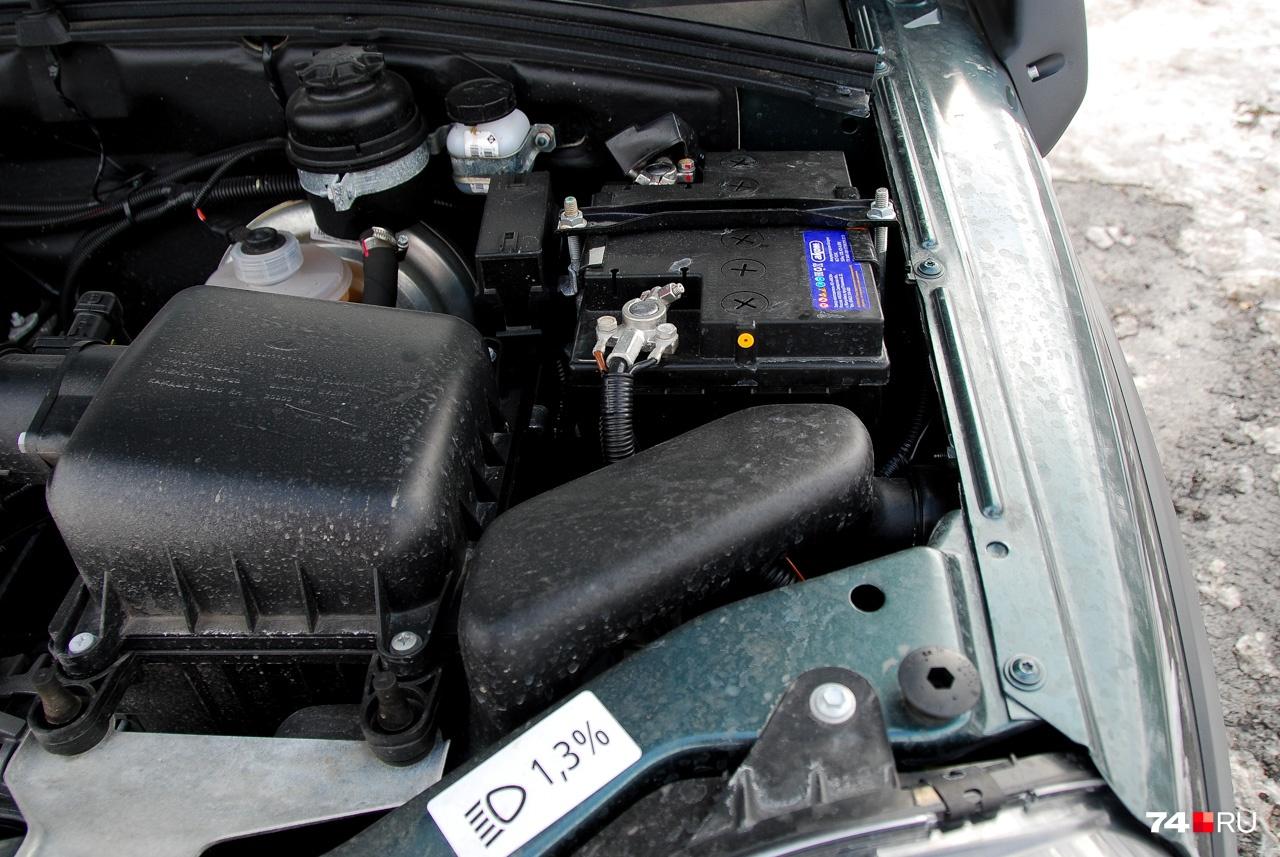 Колена шноркеля аккуратно скомпонованы в моторном отсеке