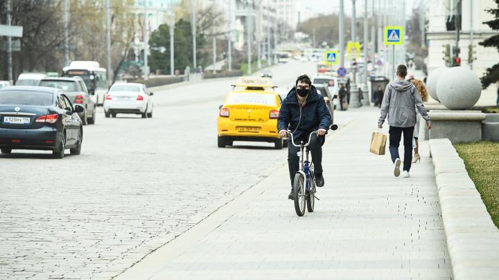 Коротко о главном: в Свердловской области тысяча заражённых, в том числе сотрудник Минздрава