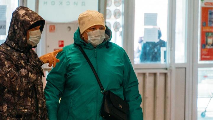 В Омской области ввели обязательный масочный режим в закрытых помещениях