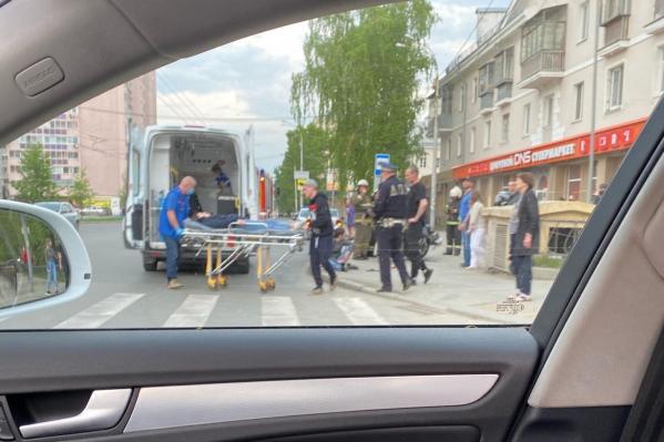 Фото с места аварии поделился подписчик паблика «Инцидент Екатеринбург» Дмитрий