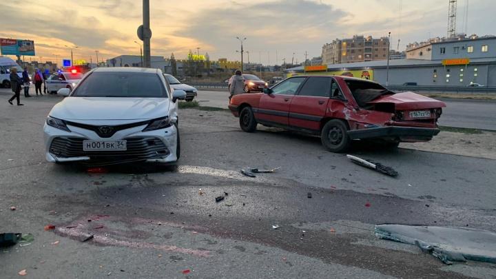Страшное ДТП на западе Волгограда: вылетевшая на тротуар Toyota задавила женщину