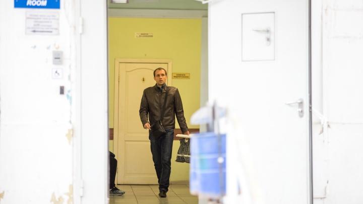 В азовской ЦГБ закрыли два отделения на карантин из-за коронавируса