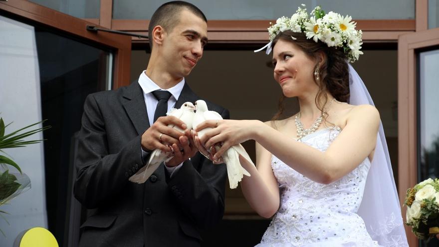 В Омской области 29 февраля сыграют 54 свадьбы