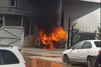 В дневном пожаре в Дзержинском районе полностью выгорел автомобиль «Ниссан»