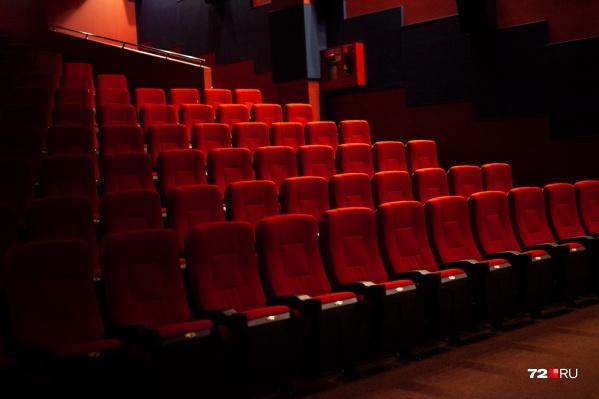 Сам директор кинотеатра сказал, что подобной информацией пока не владеет