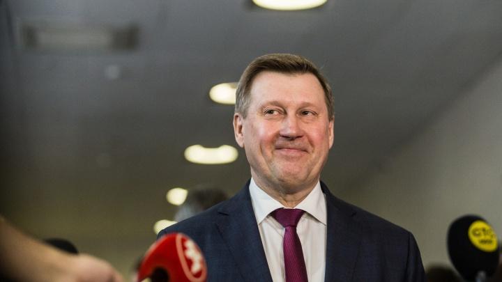 «Мне стыдно за мэра»: от каких вопросов ушел Анатолий Локоть на сессии горсовета — блиц-опрос депутатов