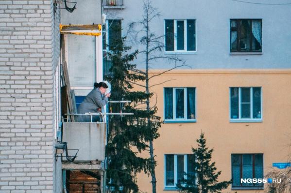 При сильном ветре вещи с балконов лучше убрать