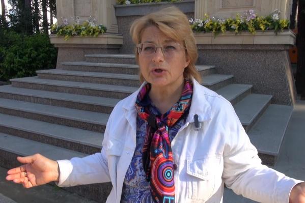 Элина Жгутова приехала в Среднеуральский монастырь, чтобы пообщаться с его послушниками