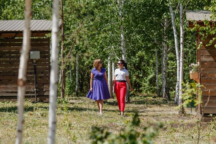 Позволить себе собственную резиденцию в коттеджном поселке может не каждый, а стать владельцем загородной квартиры в считаных минутах от центра Челябинска вполне по карману
