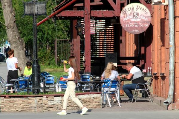 Летние веранды этим летом пользовались небывалой популярностью, но даже это не спасло рестораторов от колоссальных убытков