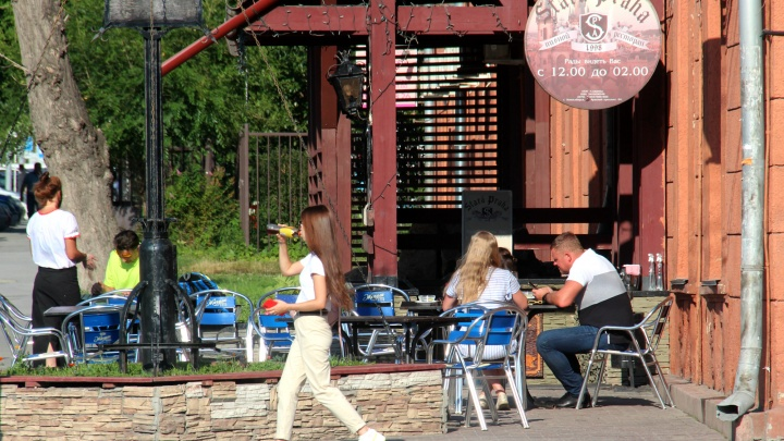 Летники не спасли — стало известно, сколько денег потеряли рестораторы Новосибирска в июле