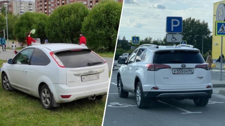«Я паркуюсь как...»: автохам на газоне в парке и двойной инвалид