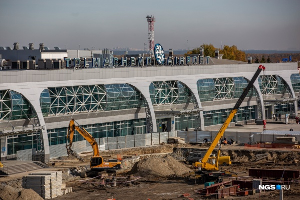 Аэропорт Толмачёво встречает гостей масштабной стройкой нового терминала
