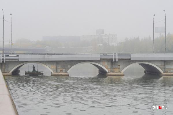 С очисткой реки Миасс в центре Челябинска явно кто-то «намутил»
