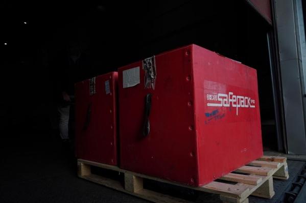 На складе установлено специальное оборудование, поддерживающее стабильную температуру -18 градусов