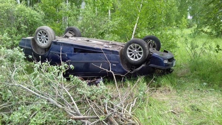 В Зауралье водитель BMW вылетел с трассы и погиб